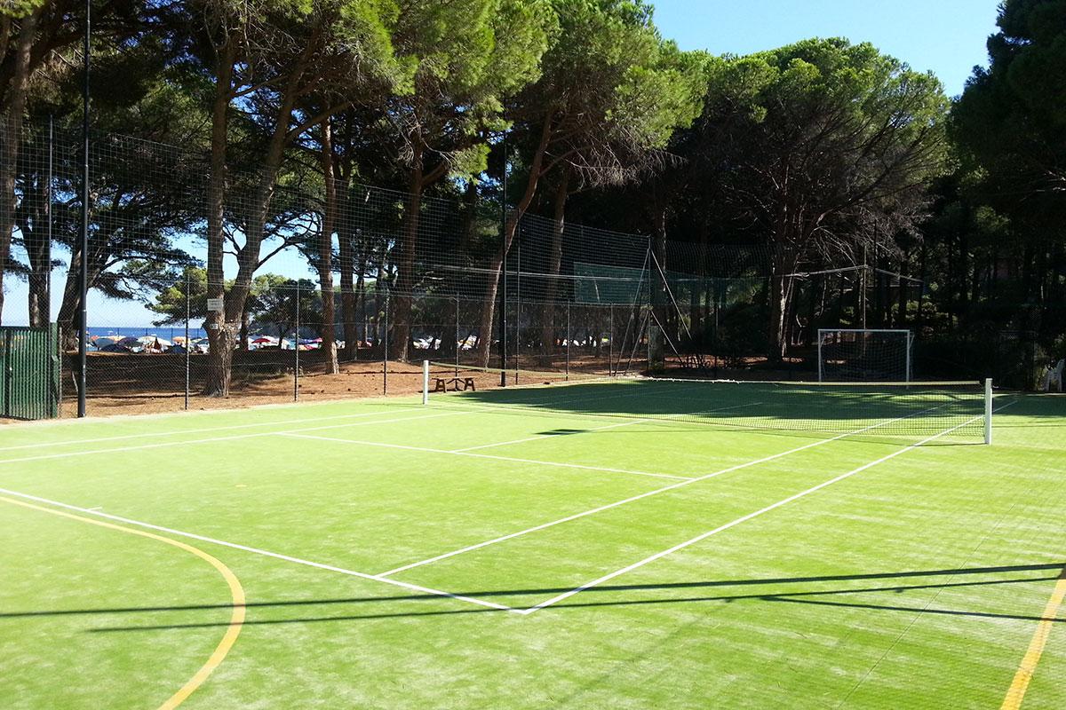 Tennis sulla spiaggia presso Pino Solitario